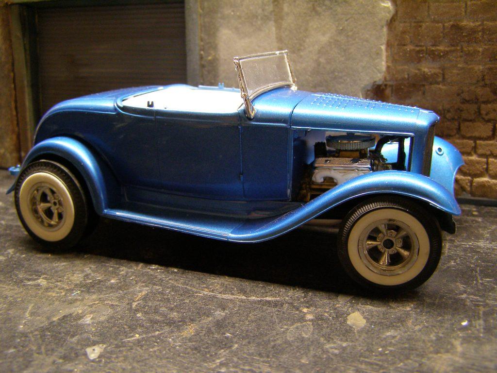 32 Ford Street Rod Model Car Diorama Junkyard